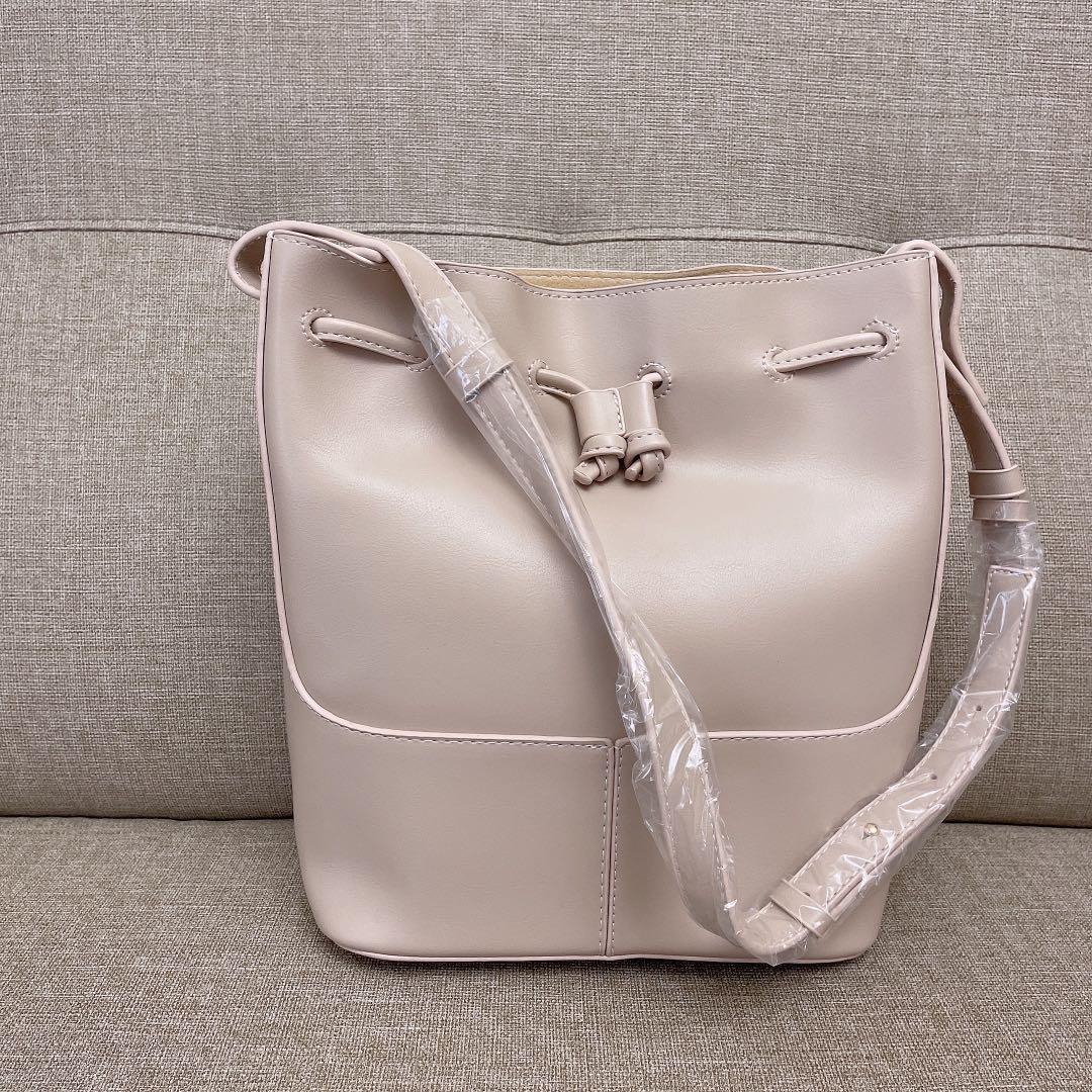 全新久放 米杏色皮革大容量水桶包肩背包斜背包通勤包
