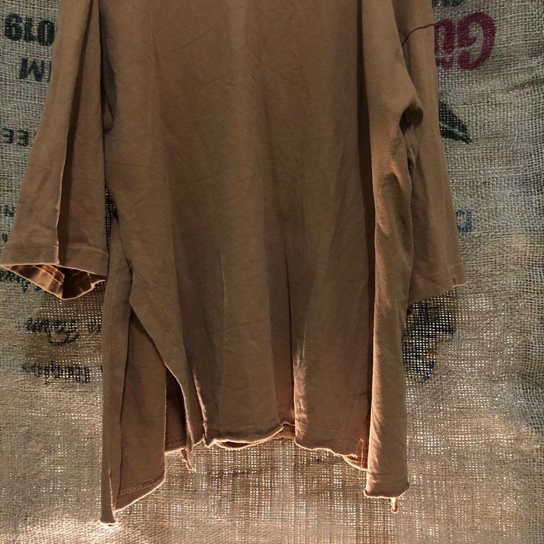 駝色上衣/側邊開衩設計