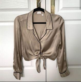 Aritzia Wilfred satin tie front blouse size small