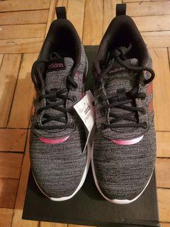 BNWT)Wmns Size 8 Adidas running shoes