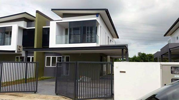 DENGKIL CORNER EXTRA 23FT FREEHOLD DOUBLE STOREY 24X70 GATED & GUARDED