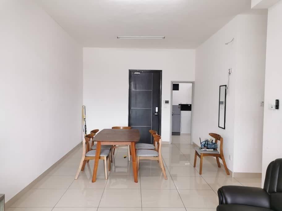D'summit Residence / Kempas Indah / 3 Bed 2 Bath / Balcony / Private Lift / Below Market
