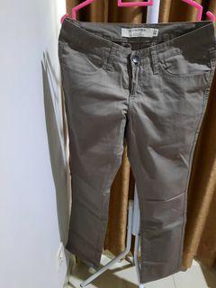 giordano celana warna khaki preloved