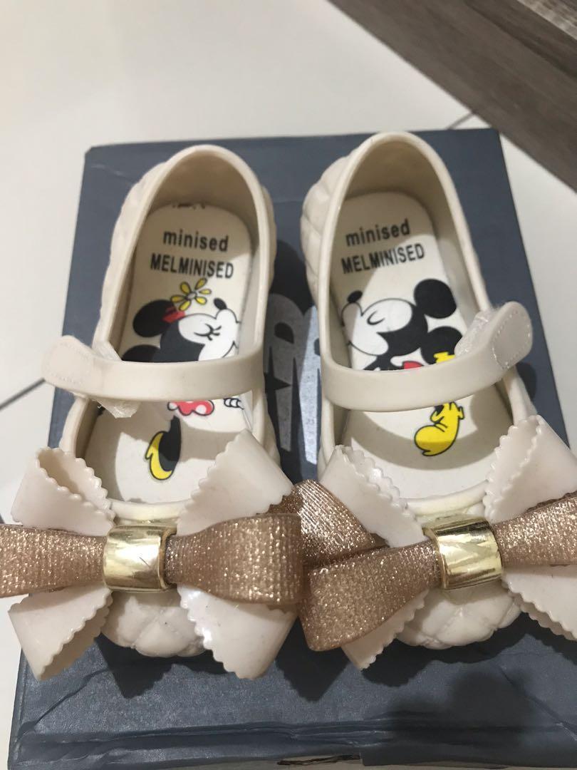 Sepatu Mi** Mel***