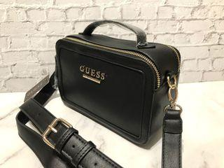 (只有1個)Guess黑色皮革相機包斜背包手提包盒子包