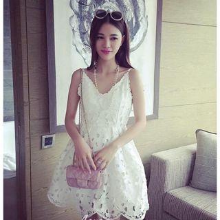 全新雕花白色短洋裝