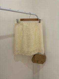 全新淡黃色蕾絲高腰裙