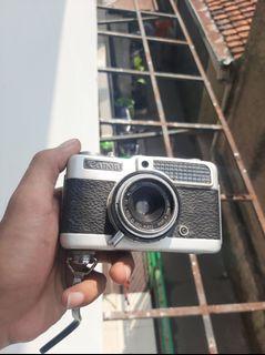 Kamera jadul Halframe
