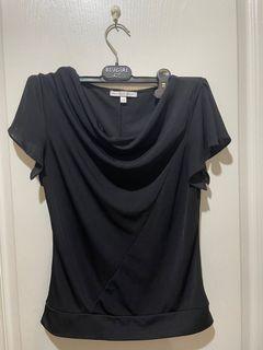 MASTINA紡紗透氣質感黑胸前抓皺上衣