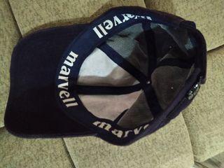 Topi merk Marvell, warna biru