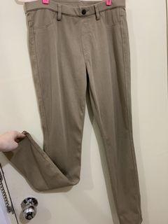 Uniqlo 卡其色貼身長褲