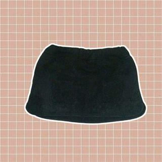 (FREE) black mini skirt