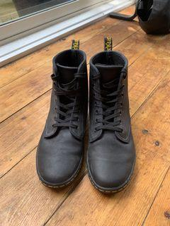 Dr. Martens Shoreditch Greasy Boots