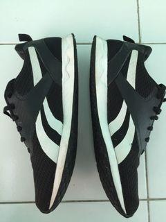 Sepatu reebok size 42