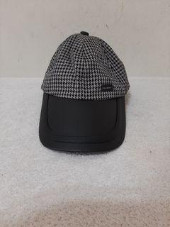 二手 ( 約九成新) ~ 台灣製 QUIET 遮陽帽 / 黑白條紋色 材質: 100% COTTON 大小可調整