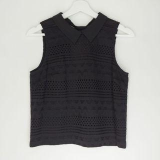 GG<5 black sleeveless semicrop with collar top