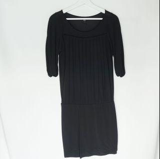 GG<5 pleats black mini dress