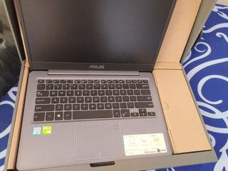 Laptop Asus Vivobook S14 A411U