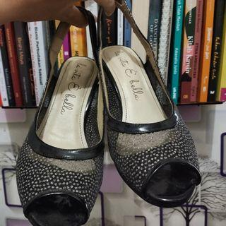 Sepatu wanita - no 37