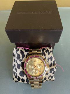 Original Michael Kors Watch, with box and extra links, good as new. No scratches, sale at 4.5k