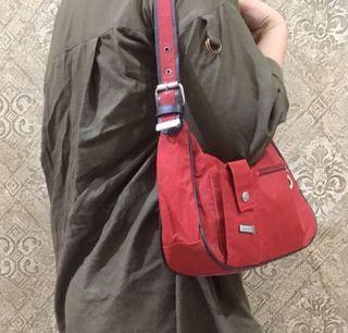 Woman shoulder bag    shoulderbag wanita warna merah
