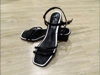 全新🎈黑色粗跟涼鞋