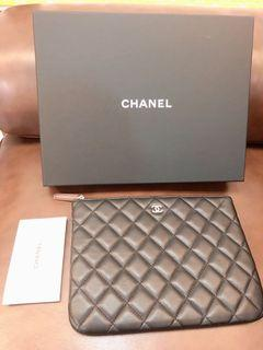 Chanel黑色羊皮菱格紋手拿包