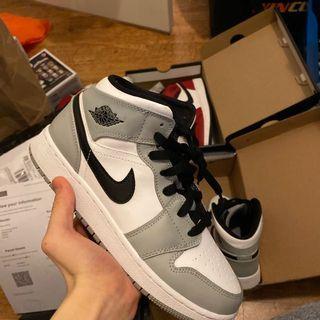 Jordan 1 mid size 5Y/6.5W