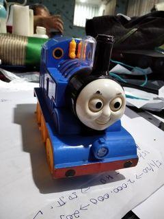 Mainan kereta api Tomas pakai batery
