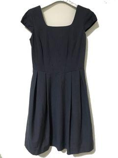 Theme 專櫃品牌 深灰直條紋 優雅半正式 包袖洋裝