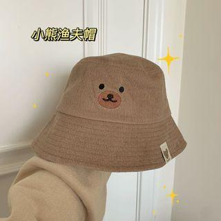 :: 可可愛愛小熊刺繡漁夫帽 ::