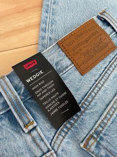 Levi's light wash high rise jeans size 27