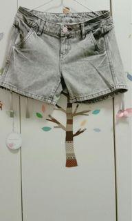 媽媽衣櫃裡的秘密*淺白百搭牛仔短褲