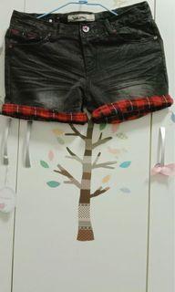 媽媽衣櫃裡的秘密*黑色刷白配色牛仔短褲
