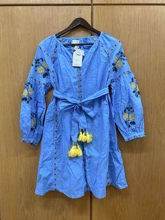 花朵十字繡藍色洋裝