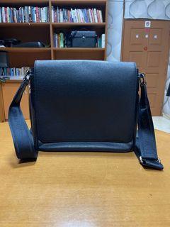 Louis Vuitton Mens Roman GM Messenger Bag Taiga Leather