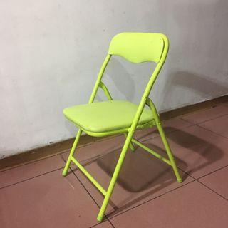 (二手)黃綠色小摺疊椅 椅墊有小破洞