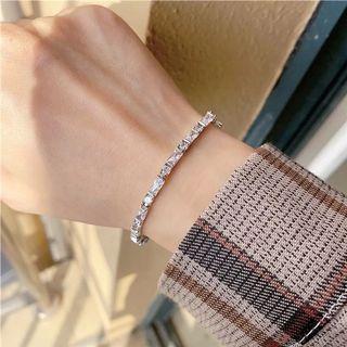 High quality sliver plated tennis bracelet Length is 16cm long