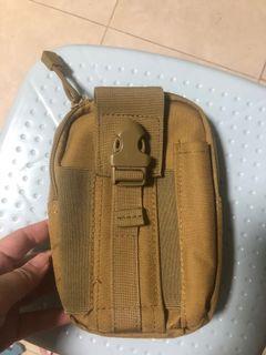 二手袋.其中一格入邊塊布爛咗(請睇圖二).其他位置正常.新舊如圖