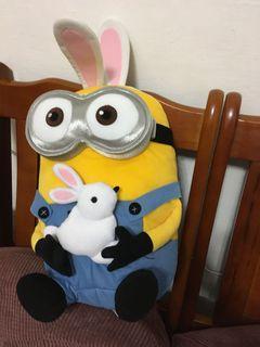 小小兵兔子耳 抱兔子大布偶