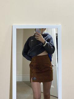 Element check skirt