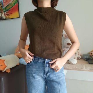 Knit top semi turtleneck