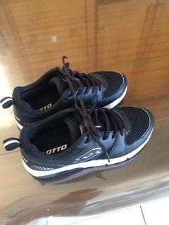 LOTTO黑色24.5氣墊鞋