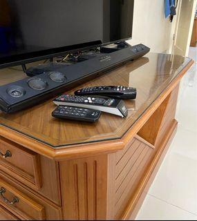 Meja kayu TV ruang tamu kamar