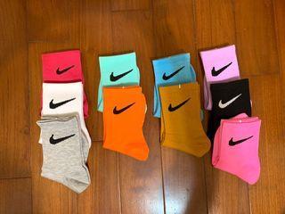手染翻玩Nike 中筒襪