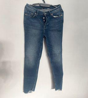 Preloved h&m / hnm Divided Unfinished Jeans / Denim