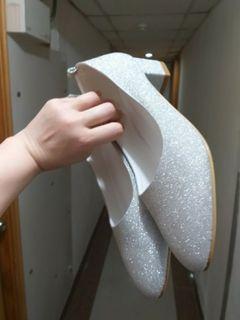 九成新訂造閃令令銀色女裝高跟鞋新娘鞋婚紗鞋姊妹鞋晚裝鞋40碼大碼全新現貨面交