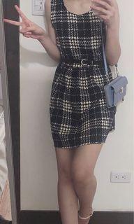 ✨復古黑白格紋連身裙(背面扣子珍珠設計)
