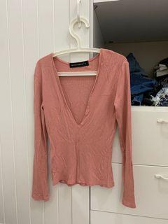 粉紅長袖上衣 露胸
