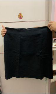 Banana Republic Black Skirt / Rok Hitam Wanita [Preloved]